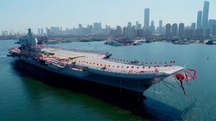 China presentó su primer portaaviones propio en medio de la tensión regional