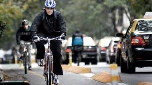 Viajar en bicicleta al trabajo reduce a la mitad riesgos cardíacos y de tumores