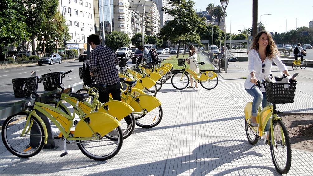 La utilización de la bicicleta subió durante la pandemia de 320 mil viajes diarios en 2019 a 405 mil viajes diarios en 2020.