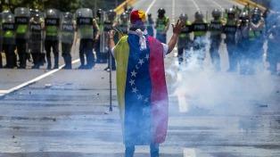 Dispersan marchas opositoras con gases