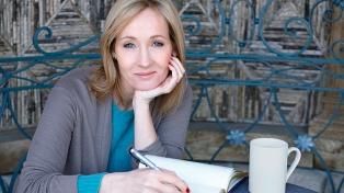 Cuatro escritores renunciaron a la agencia que representa a Rowling por los polémicos tuits