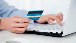 Las operaciones con tarjetas de crédito crecen casi 60% en el último año pero pierden fuerza en 2021