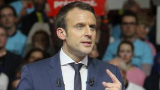 Macron negó tener una cuenta en las Bahamas y presentó una denuncia