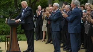 Republicanos postergan la votación de reforma del Obamacare por falta de votos