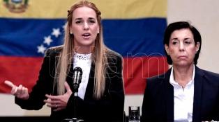 La esposa y la hija del opositor Leopoldo López llegaron a España