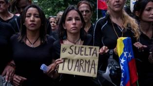 Mujeres vestidas de negro marcharon en el Día de la Madre para exigir el fin de la represión del gobierno