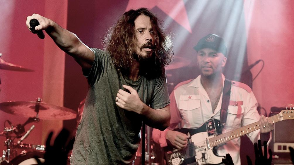 Vicky Cornell, viuda del fallecido líder de Soundgarden Chris Cornell, demandó a los integrantes de la banda