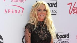 Fans de Britney Spears se preocupan por sus continuas publicaciones en topless