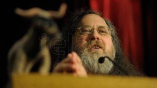 """Stallman: """"La 'Nube' no existe, la usan para que no preguntemos dónde están nuestros datos"""""""