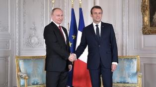 Macron urgió a Putin a calmar las tensiones con Ucrania