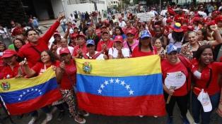 Manifestantes chavistas rechazan sanciones de EE.UU. contra Pdvsa
