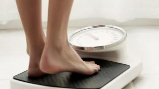 Buscan combatir la obesidad con políticas que regulen la venta y publicidad de alimentos no saludables