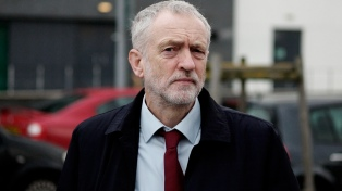 El opositor Corbyn presentó una moción de censura contra Theresa May