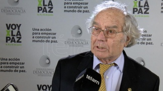 """""""Hablar de un golpe de Estado y que van a volver los militares a la Argentina es una verdadera locura"""", fustigó."""