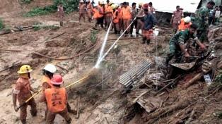 Ascienden a 134 los muertos por avalanchas de tierra en Bangladesh