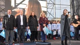 Miles de alumnos de cuarto año de primaria prometieron lealtad a la bandera en Rosario