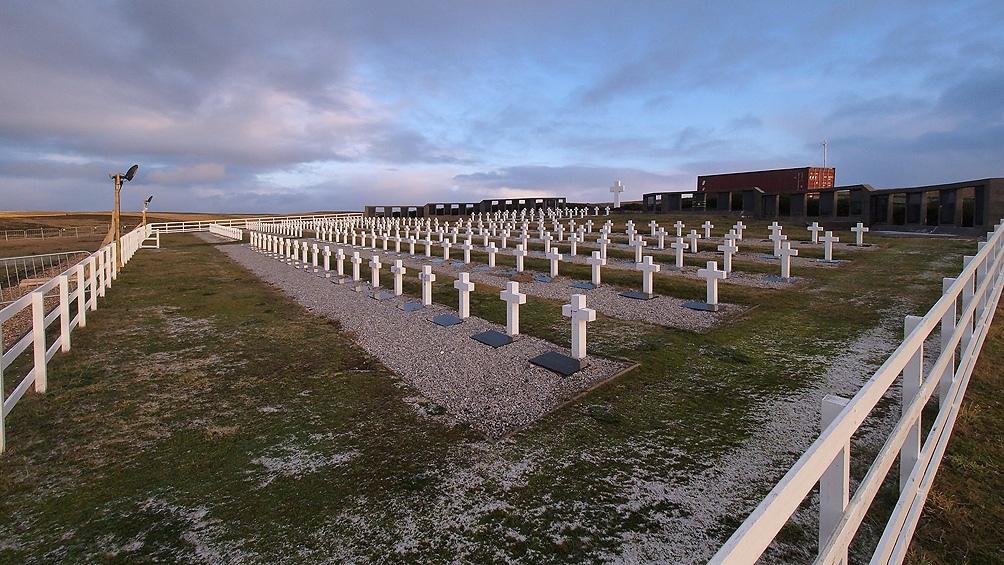 Se avanza en la búsqueda e identificación de una posible tumba de guerra temporaria en Caleta Trullo, Islas Malvinas.