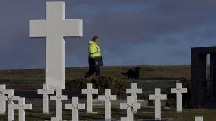 Entregan a la Argentina el informe sobre la identificación de tumbas en Malvinas