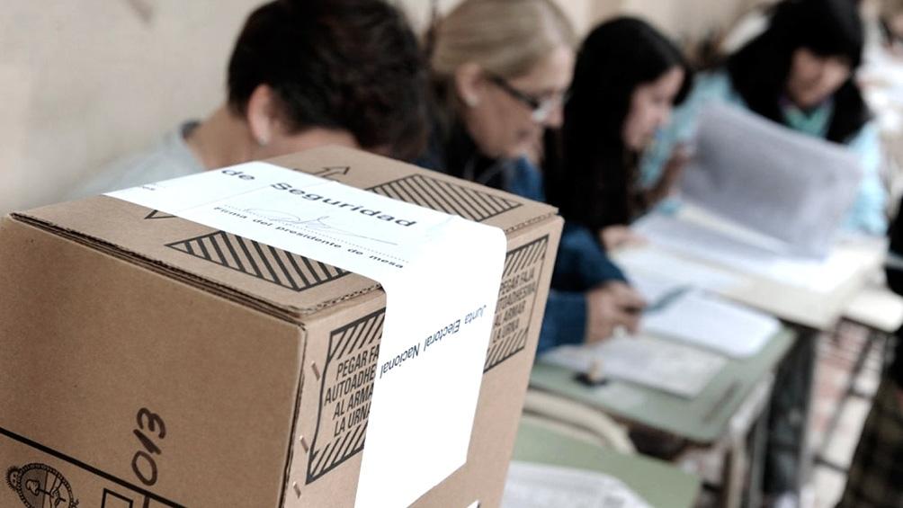Por este turno electoral, en Salta fue derogada la ley 7697, de primarias abiertas, simultáneas y obligatorias (PASO), por el costo económico, la situación sanitaria derivada de pandemia de coronavirus y la necesidad de revalorizar los partidos políticos.