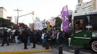 Tras el corte en la 9 de Julio, trabajadores de Pepsico protestaron frente a Trabajo y fueron recibidos por funcionarios