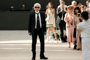 Karl Lagerfeld, el hombre que nunca mira atrás ni se cansa de diseñar