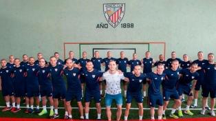 Un equipo de fútbol se cortó el pelo por el cáncer de un jugador