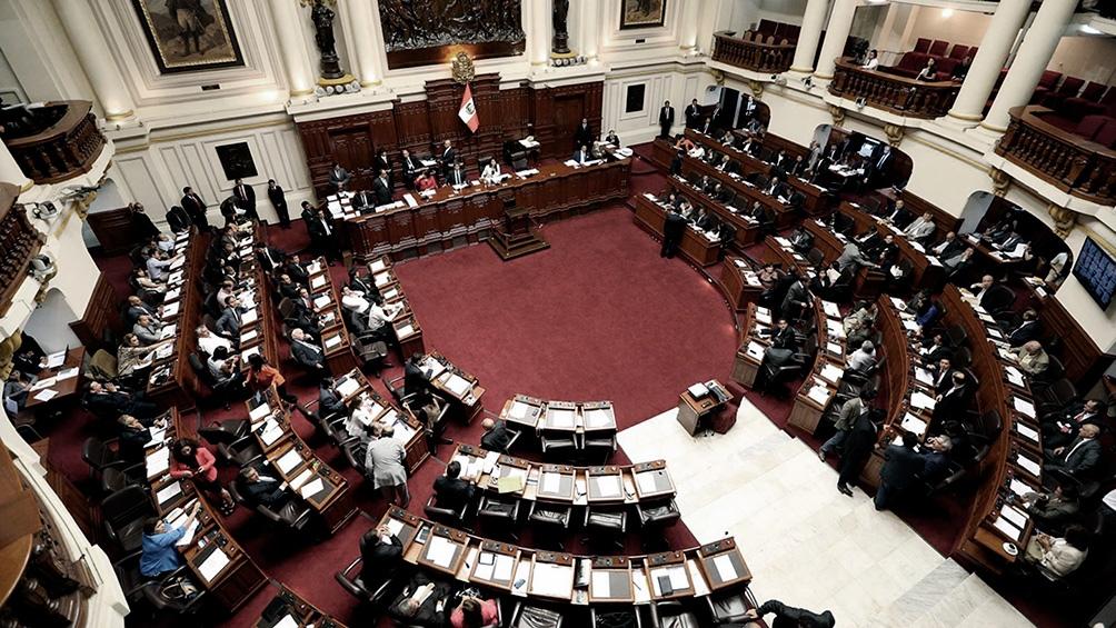 El Congreso unicameral aprobó esas reformas en la noche del domingo en primera votación, en trámite rápido.