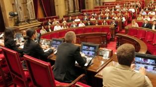 Registran Parlamento catalán por un caso de corrupción en plena tensión secesionista