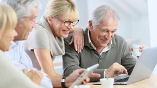 La tecnología, fijar rutinas y moverse, claves para afrontar el aislamiento de mayores
