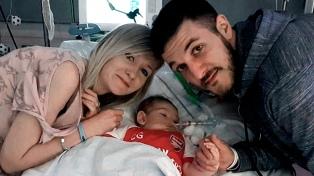 """Los padres de Charlie Gard quieren que pase """"sus últimos momentos"""" fuera del hospital"""