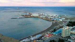 Rescataron ilesos a 30 tripulantes del pesquero chino que se hundió cerca de Comodoro