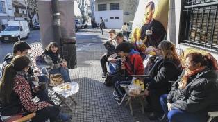 """Familias forman dos cuadras de """"acampe"""" para rezarle el lunes a San Cayetano"""