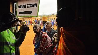 Abren los colegios electorales a pesar del boicot de la oposición