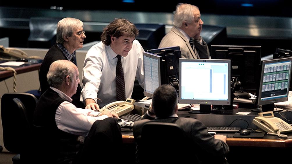 En Wall Street, las acciones compañías argentinas cerraron la sesión con mayoría de caídas lideradas por YPF (-5,1%); Despegar (-4%); Ternium (-3,1%); Banco Francés (-3%); y Banco Supervielle (-2,8%).