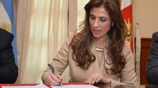 La gobernadora firmó un aumento en las asignaciones familiares