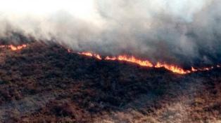 Incendio forestal con medio centenar de evacuados en La Cumbre