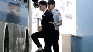 Condenaron a cinco años de cárcel por corrupción al heredero de Samsung