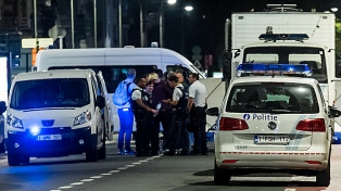 La policía belga abatió a un hombre que atacó a dos soldados con un machete