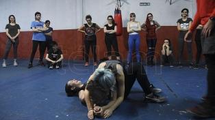 Talleres de defensa personal convocan cada vez más mujeres para enfrentar la violencia machista en las calles