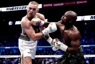 Mayweather mostró su poderío y le ganó por KO a McGregor
