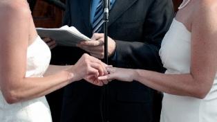 Iluminarán monumentos porteños a 10 años de la aprobación del matrimonio igualitario