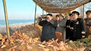 Kim presiona a EE.UU. para dialogar y se muestra visitando un nuevo submarino