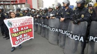 Una huelga de hambre radicalizó el paro docente y afecta la popularidad del Gobierno