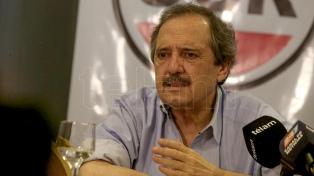 """Para Alfonsín, """"mayoría de los argentinos no quiere políticas"""" de Macri ni Cristina Fernández"""