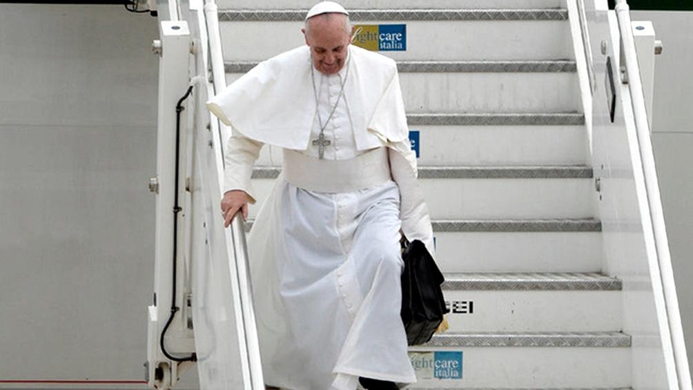 Francisco llega a un país que hace 20 años tenía un millón doscientos mil católicos y ahora cuenta con menos de la cuarta parte.