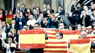 Independentistas buscan que el parlamento catalán pueda designar presidente a Puigdemont