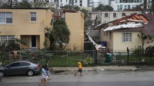 Irma sigue debilitándose y hoy puede dejar de ser huracán