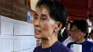 Líder de Myanmar derrocada por los militares comparece ante la justicia