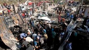 Mueren 50 personas en un ataque a un puesto de control y un restaurante
