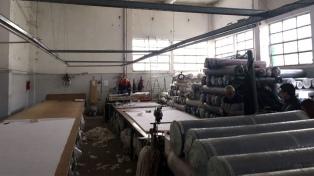 """AFIP detectó """"inconsistencias registrales"""" en cinco talleres textiles tras operativos"""